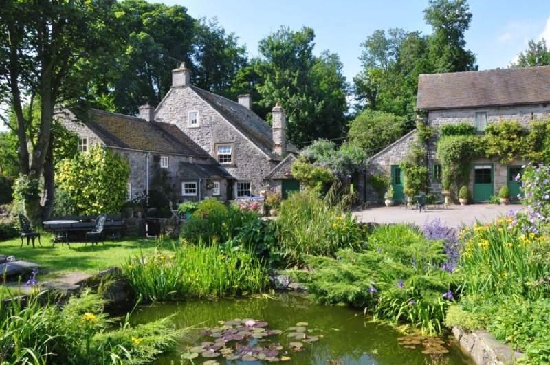 luxury holiday cottages peak district  derbyshire